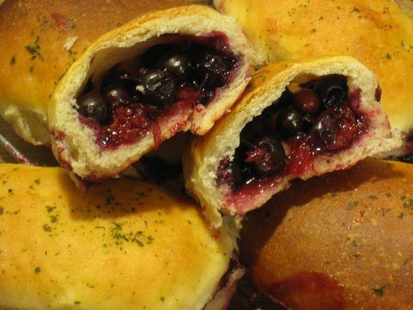Пирожки со сладкой начинкой в духовке